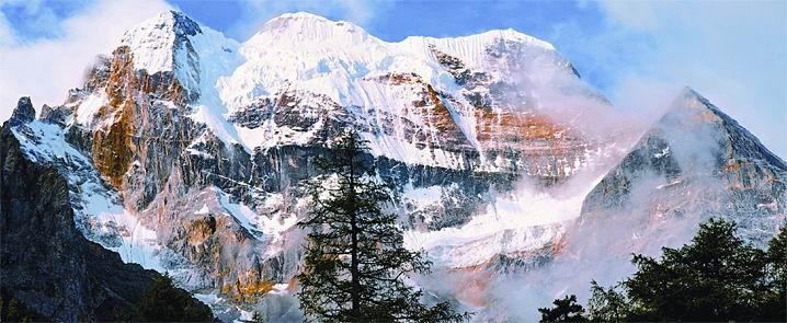 erlebnisreise zu den wunderschoenen bergen in yading